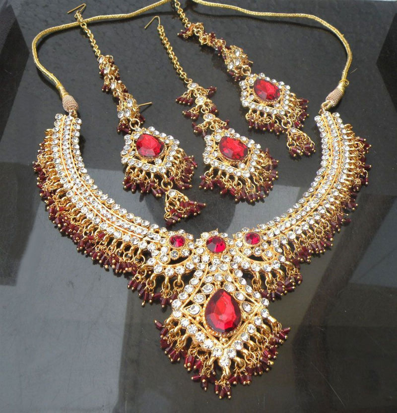 jwellery industry in india Image: t s kalayanaraman, chairman, kalyan jewellers with aiswarya rai india, the world's largest consumer of gold has created a number of rich jewellers over the years take a look at india.
