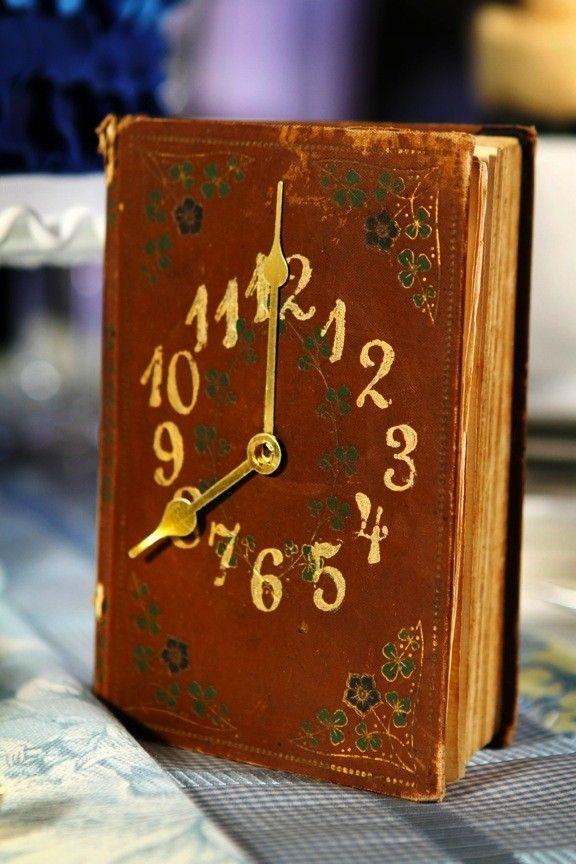 Часы из книги своими руками