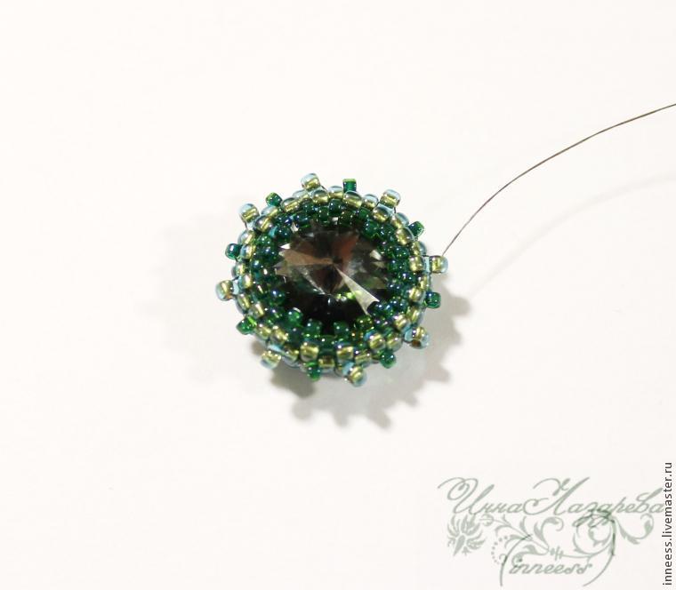 Мастер класс: Плетение сережек в форме ромбиков из бисера, бусин и риволи.