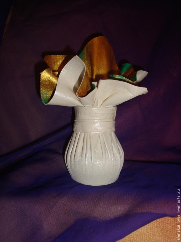 ваза из кожи