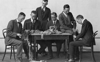 23 февраля, мужской праздник, мужчины вяжут, мужчины которые вяжут