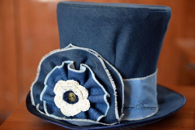 Шляпка из джинсовой ткани