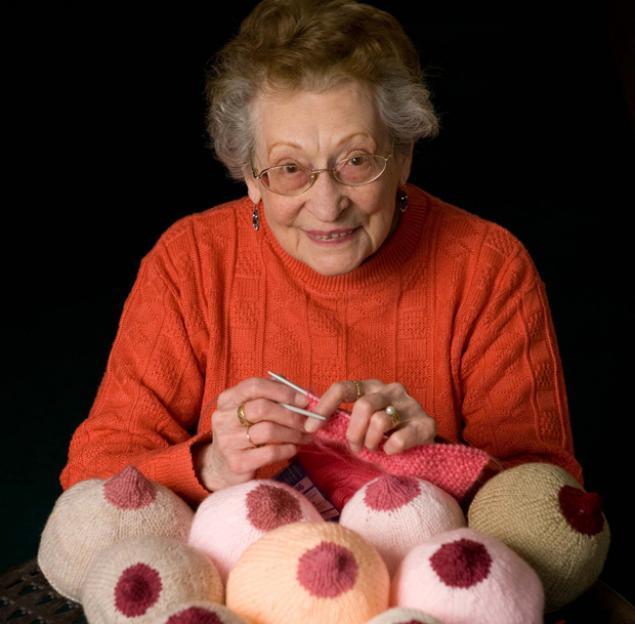 идеи, пенсионерка вяжет грудь, вязание, бабушка