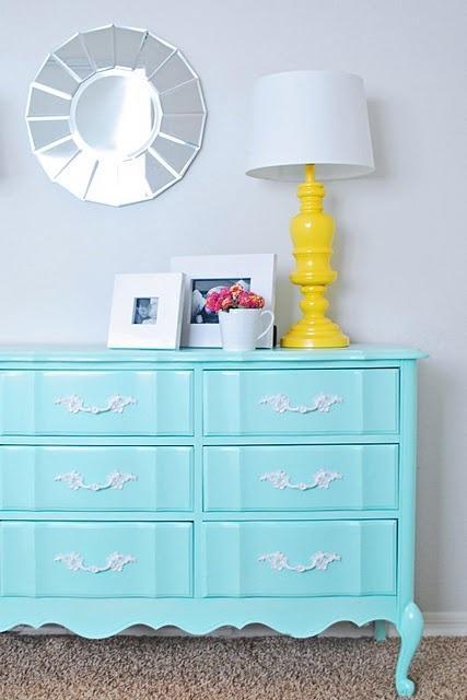 Перекрасить стенку в другой цвет