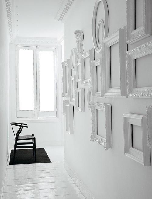 Рамки из плинтуса в интерьере фото