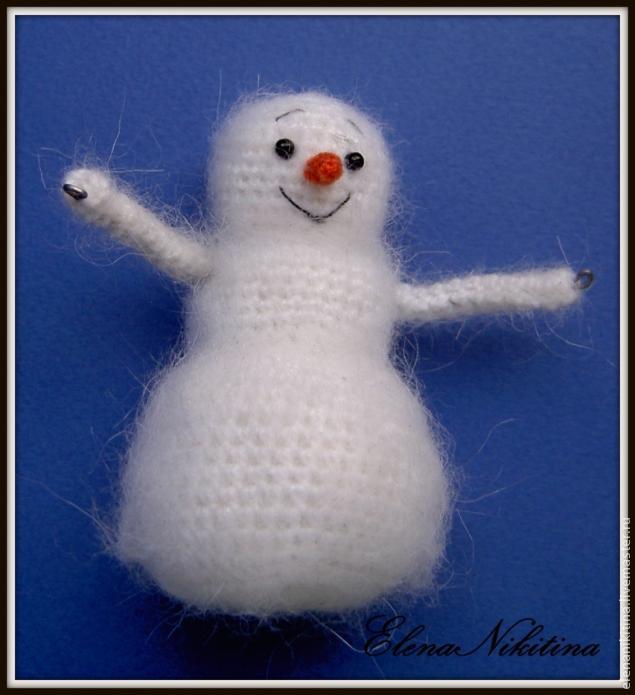 вязаный снеговичок