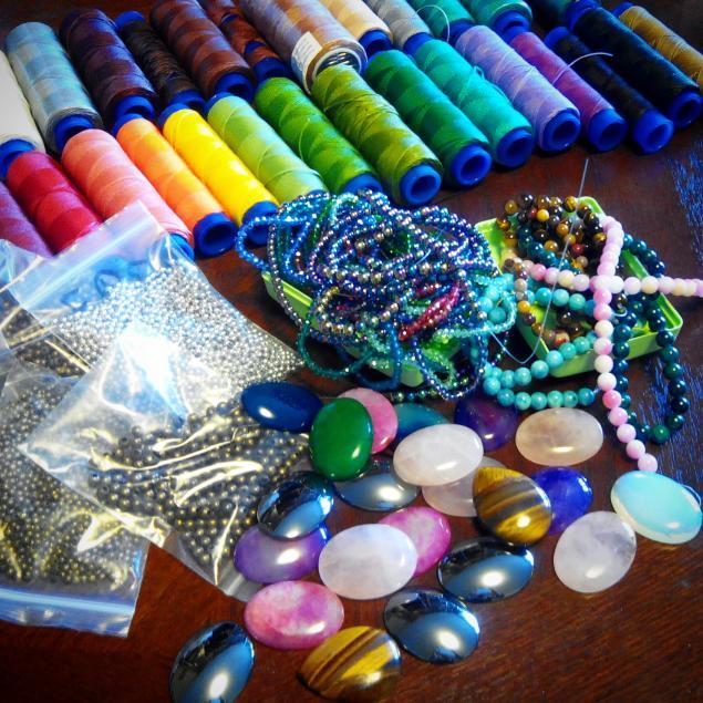 макраме, вощеная нить, камни для украшений, камни натуральные, бусины, фурнитура