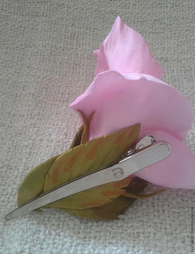 цветок-брошь