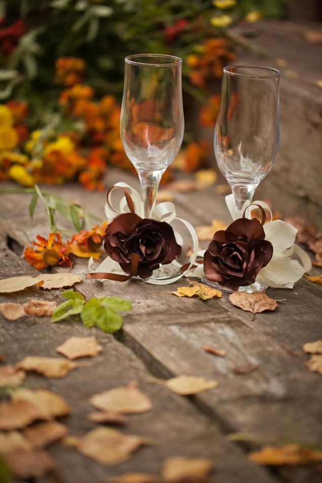 идеи, свадебные бокалы, бутоньерка