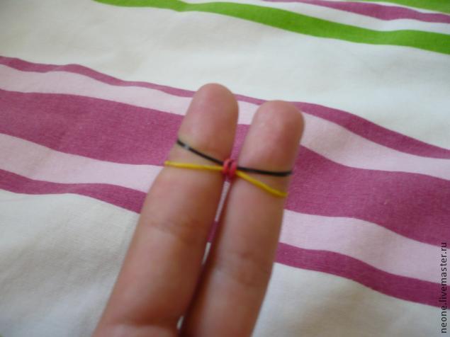 браслет из резинок