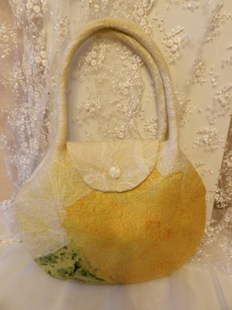 мк по валянию, сумка ручной работы, аксессуары, весна, цветы, брошь, войлок, валяние, букет, нежность