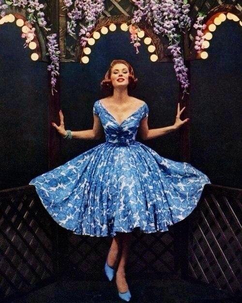 Основным трендом моды 50-х стал стиль «New Look», который предложил  Кристиан Диор в 1947 году. Этот модельер напомнил женщине о том, что она  женщина, ... ac109cebc97