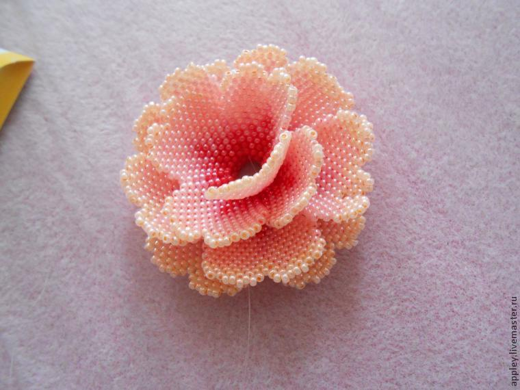 How to Make a Small Flower out of Beads, фото № 45