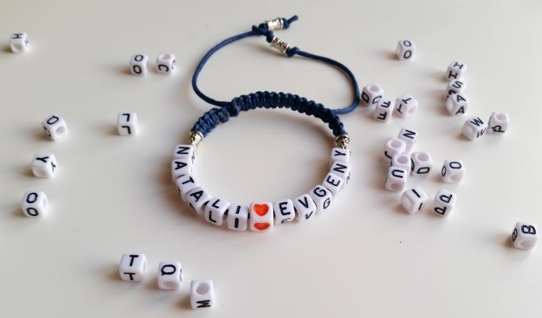 Именные браслеты из бусин и букв заказ
