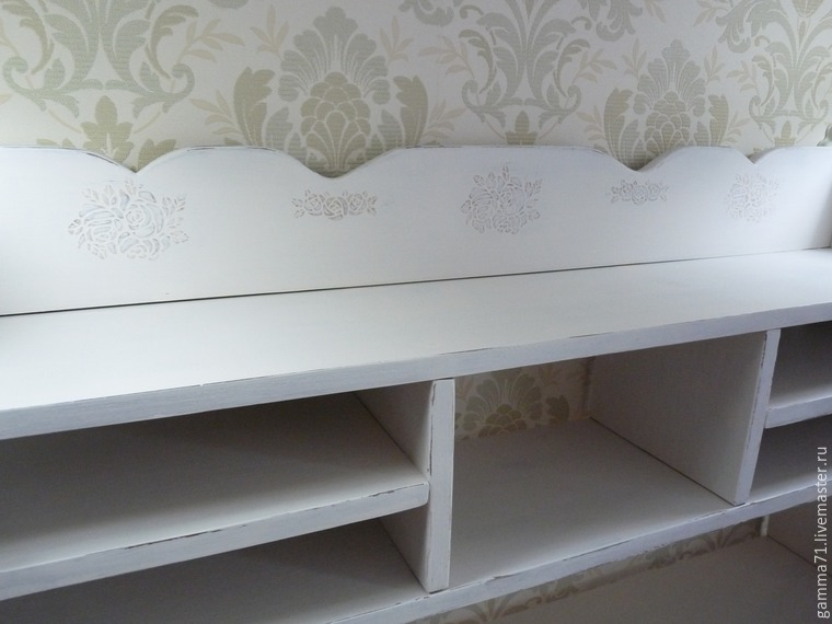 Decorating a Wooden Shelf with a Stencil, фото № 10