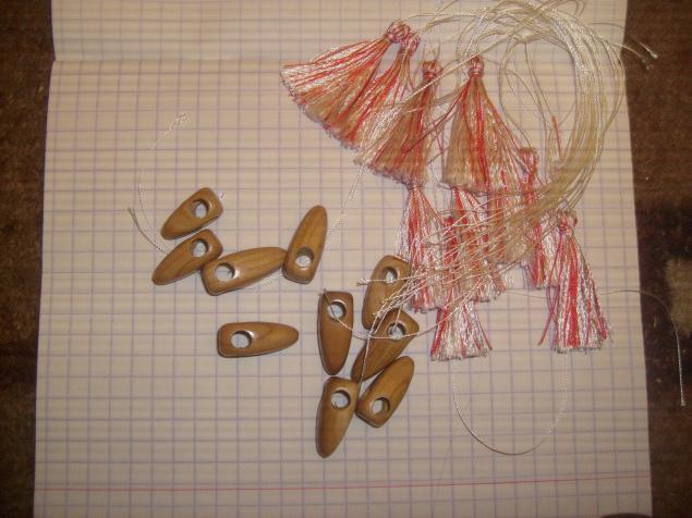 деревянные бусины, деревянные заготовки, искусственный шелк, кисточки, пумпончики