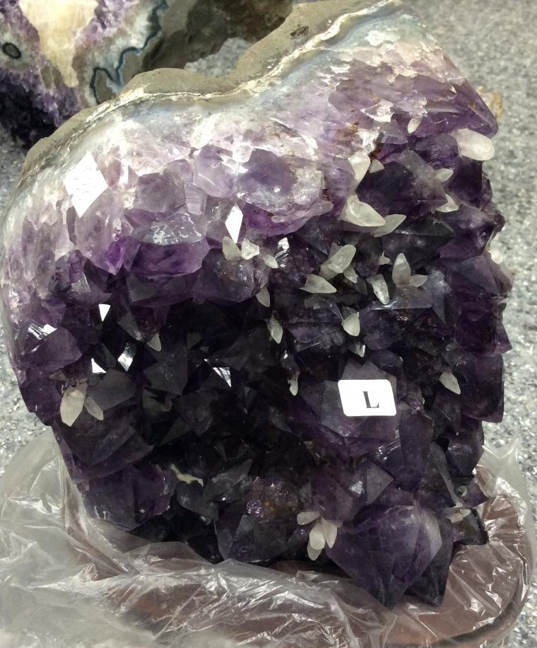 коллекционные минералы, жеода аметиста