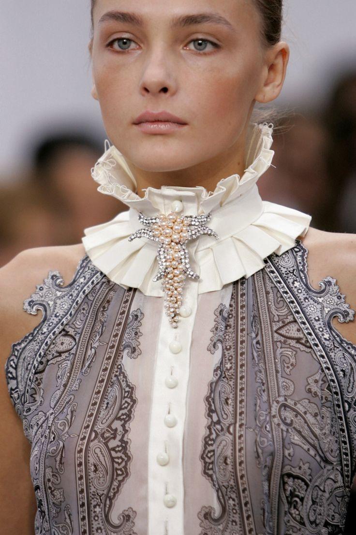Сколько стоит блузка с воротником из жемчуга искусственного