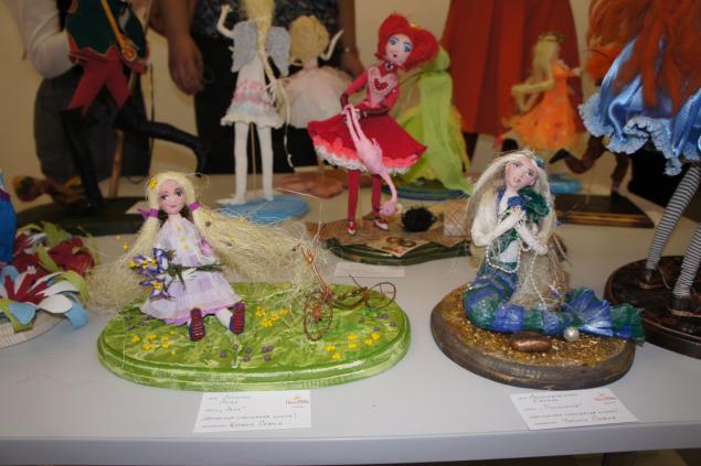 выставка картин, куклы