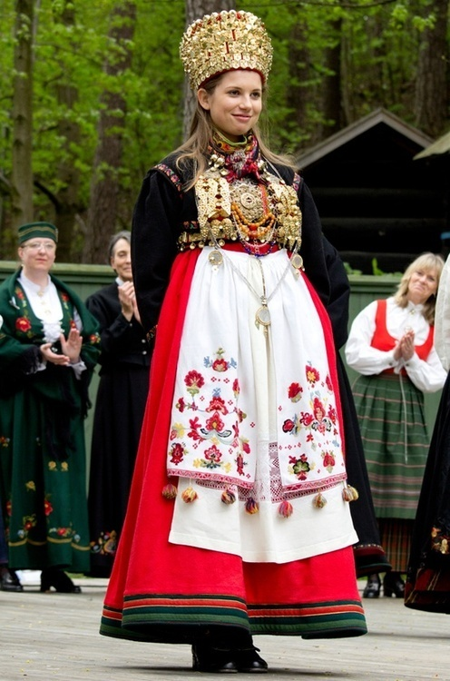 Bridal bunad fromst-Telemark, Norway