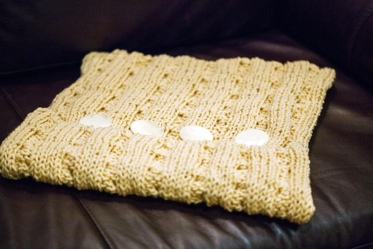 вязание, подушка, подарок на новый год, оригинальный подарок, скандинавский стиль