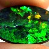Опал зеленого цвета