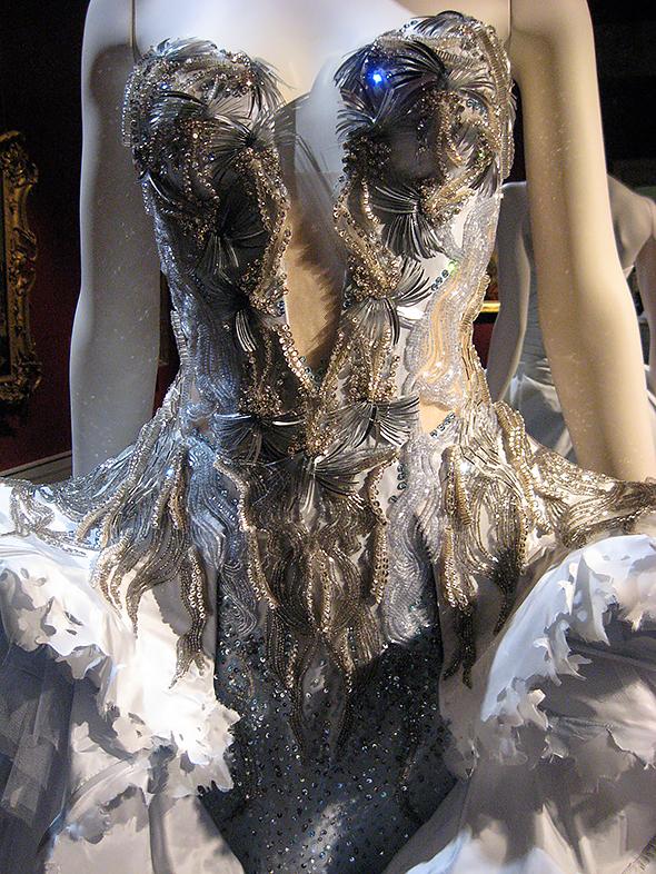вышивка бисером в одежде