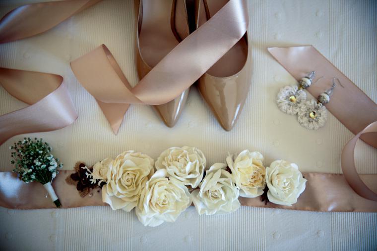 Пояс с цветами к свадебному платью