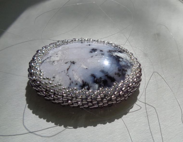 камни для украшений, оплетение бисером