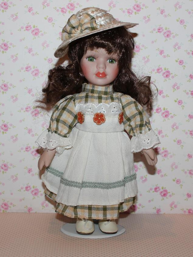 народная кукла, венок из цветов