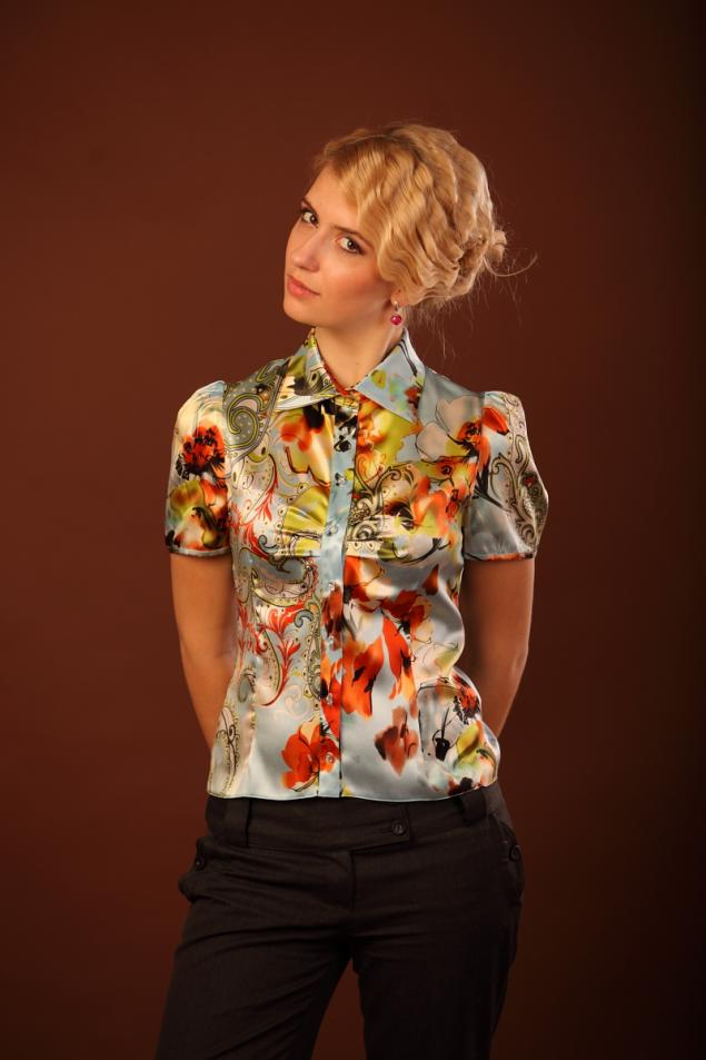 Рада представить Вам новую фотосессию в блузках, которые можно найти на...
