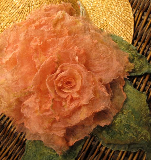 цветочная брошь, шерстяной эксперимент