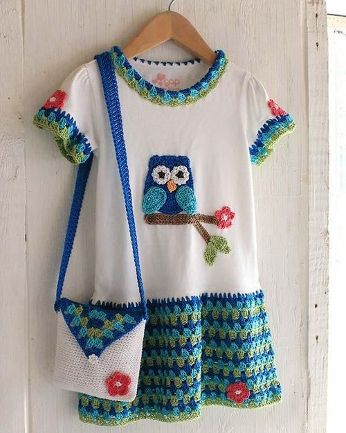 Make a girls dress by adding extra crochet on a t-shirt. Brilliant. Sin patron, solo inspiracin. Precioso!!! Teresa Restegui <a href=