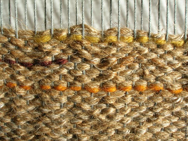 кусочки разноцветных нитей