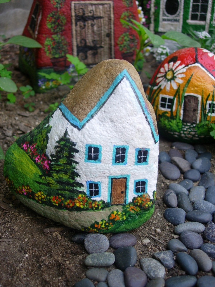 домики из камешков в саду картинки