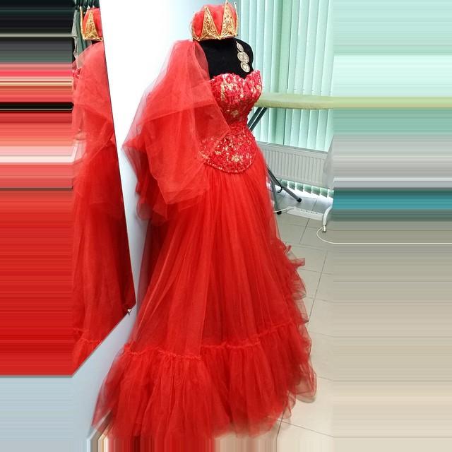 ручная работа, корона, корсет, красное платье, пышная юбка, юбка в пол, шляпка, длинное платье, фатин, фата на заказ, платье на заказ, любой размер, нарядное платье, платье на бал, бальное платье, корсетное платье, фата, платье вечернее, вечернее платье, платье макси