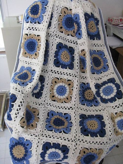 Lovely afghan made by Margie Lucus. - Has link to free pattern
