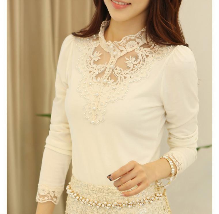 Красивая белая блузка с кружевом