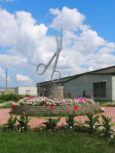 памятник ножницам
