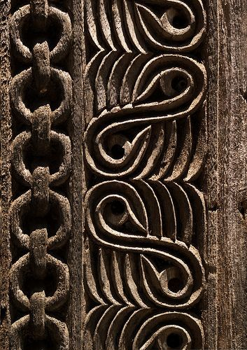 Africa | Door detail, The chains on the left are symbolic of the enslavement of evil spirits trying to enter the home. As Zanzibar was the main place for slaves trade, it can be seen as another symbol. Ngambo, Zanzibar West, Tanzania.  © Eric Lafforgue