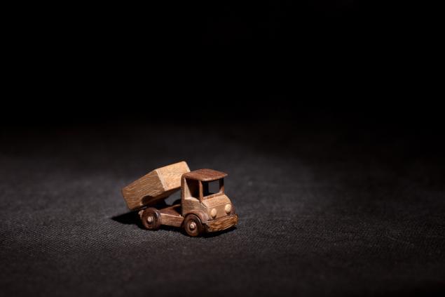 игрушка из дерева