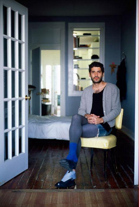 Мужчины-домохозяйки в женской одежде в проекте фотографа Jon Uriarte