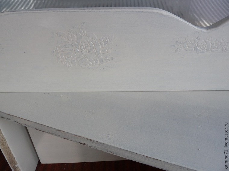 Decorating a Wooden Shelf with a Stencil, фото № 7