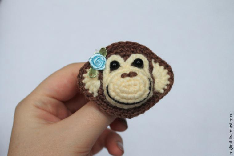 обезьянка крючком