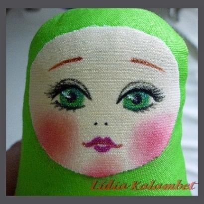 Существует много приёмов отрисовки личика куклам и их свободно можно найти, задав вопрос в адресной строке.