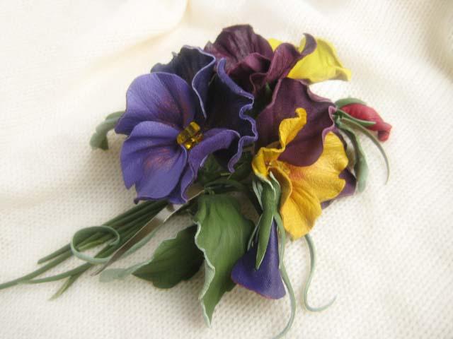 Цветы из кожи кПовязка на руку при