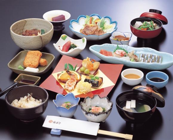 японский сервис, общение с покупателями, прекрасное обслуживание