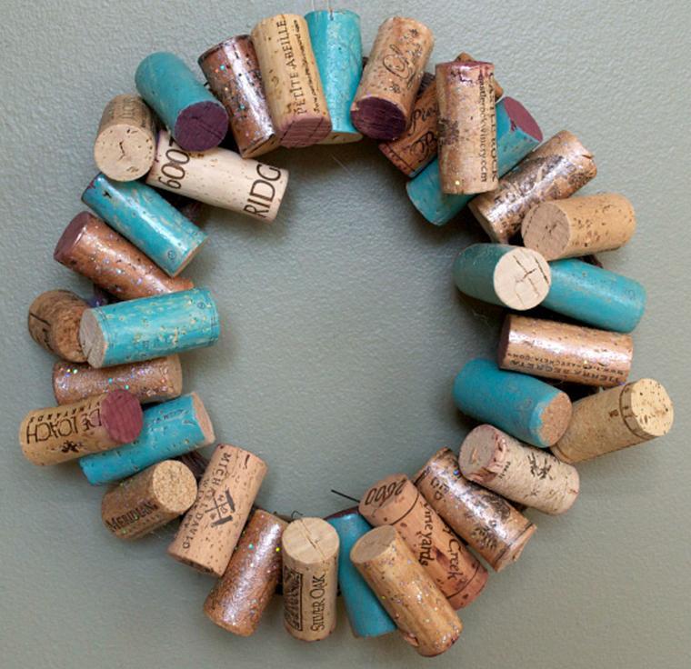 Новогодний венок из винных пробок