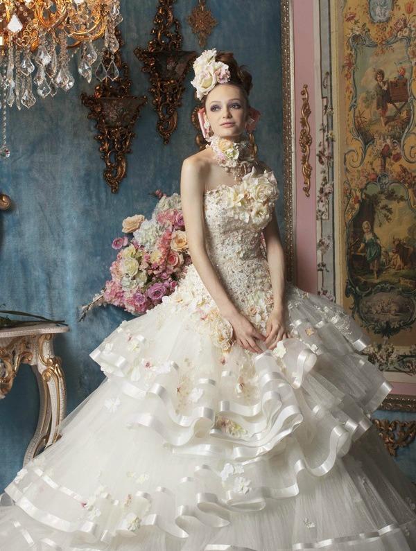 Необыкновенные свадебные платья.Цветы в моде от дизайнеров., фото № 1