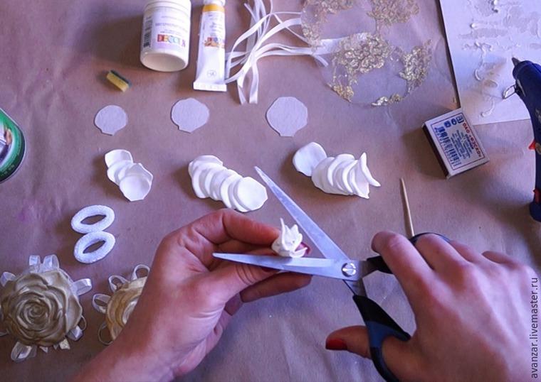 Создаем заколки с кружевом и золотыми розами из фоамирана, фото № 7